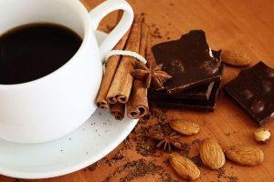 Dégustation  café chocolat noir amandes