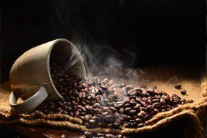 Read more about the article Du grain de café à la tasse : Glossaire des aromes et saveurs